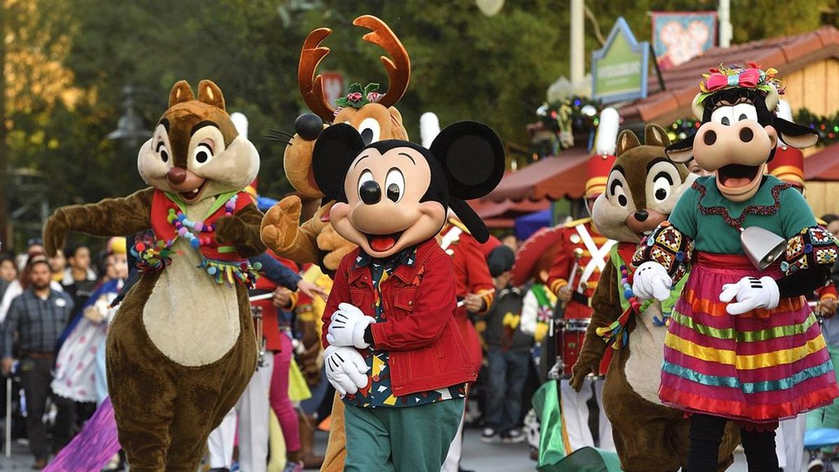 Disneyland abre sus puertas para convertirse en un centro de vacunación masiva