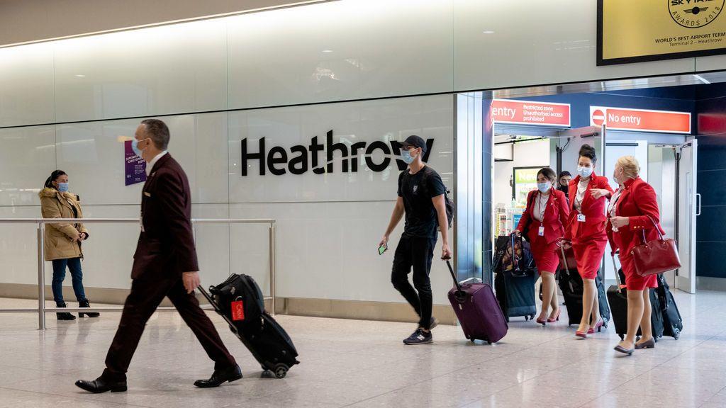 Inglaterra retrasa hasta el lunes la exigencia de test negativo de covid-19 a los viajeros