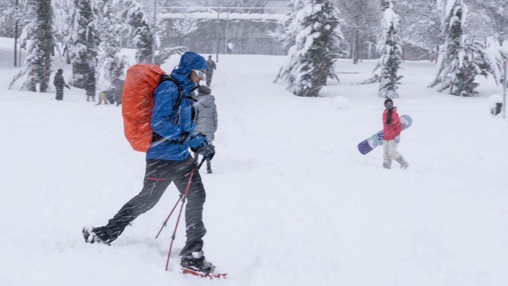 Olvídate del algodón: un experto en el ártico te da las cuatro claves para usar bien la ropa y no pasar frío en invierno