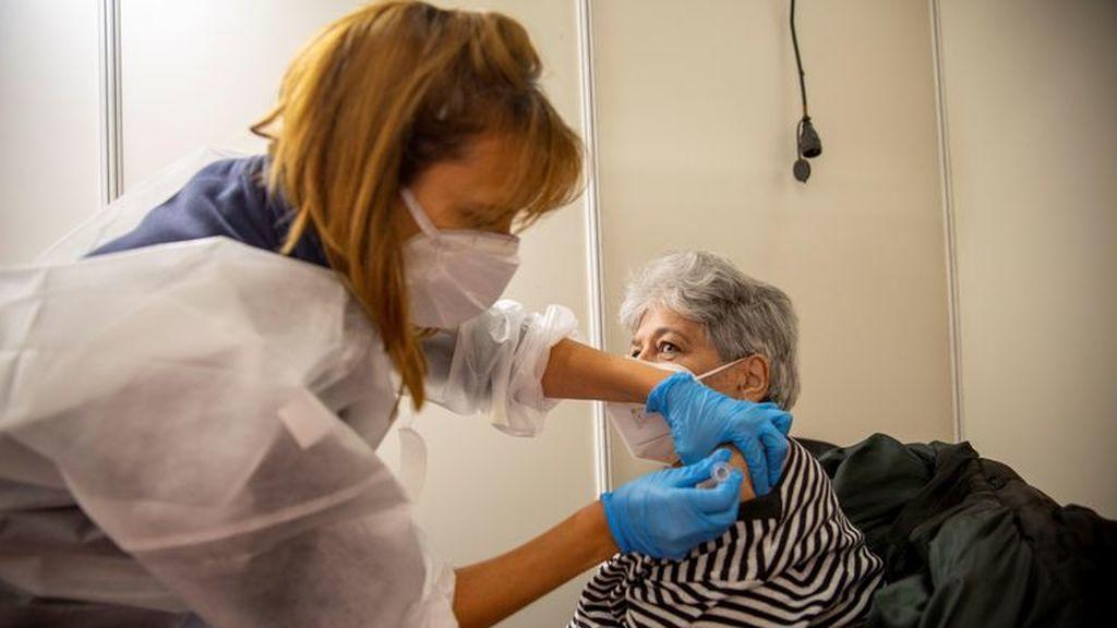 El futuro del coronavirus, según expertos: el virus no será una amenaza más peligrosa que el resfriado común