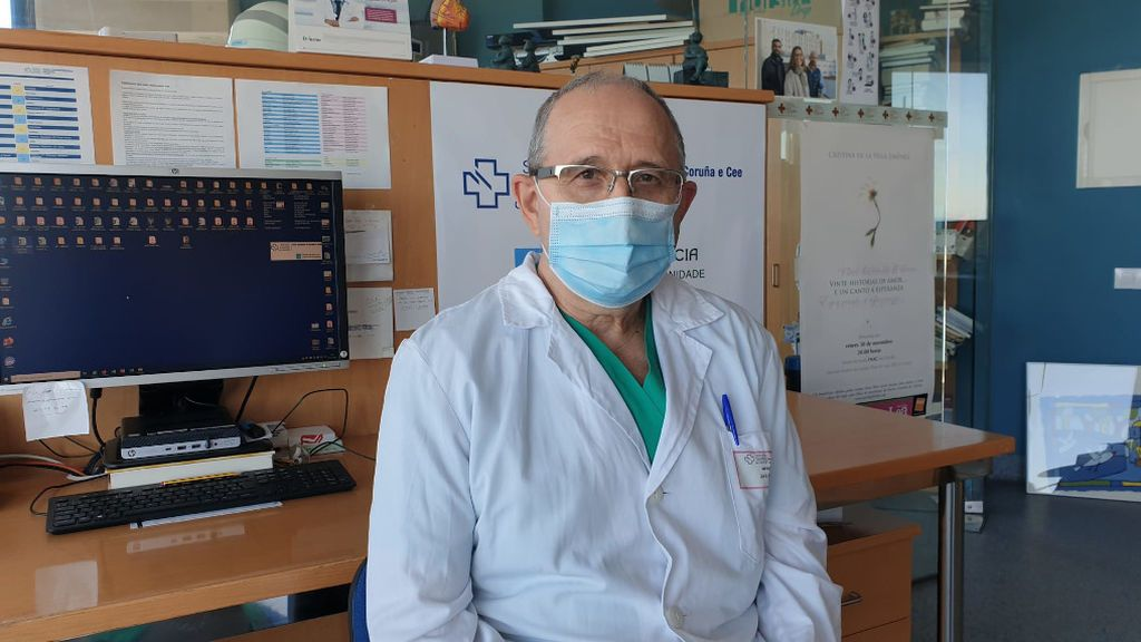 """David Freire, jefe de la UCI en el hospital de A Coruña: """"La situación es crítica, incluso peor que en marzo"""""""