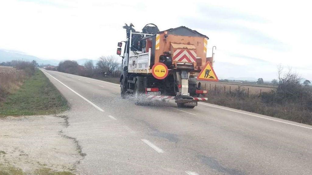 350 carreteras siguen con problemas por la nieve y el hielo de Filomena