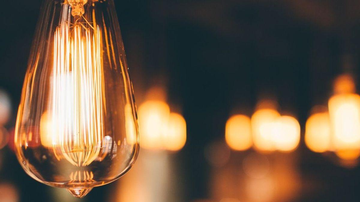 ¿Tarifa plana de luz? La OCU estima que son un 30 % más caras que las normales
