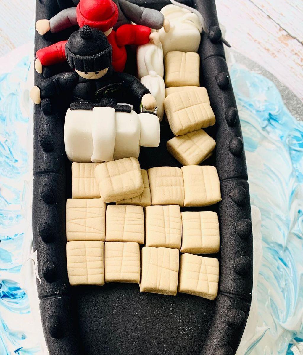 La tarta está llena de detalles