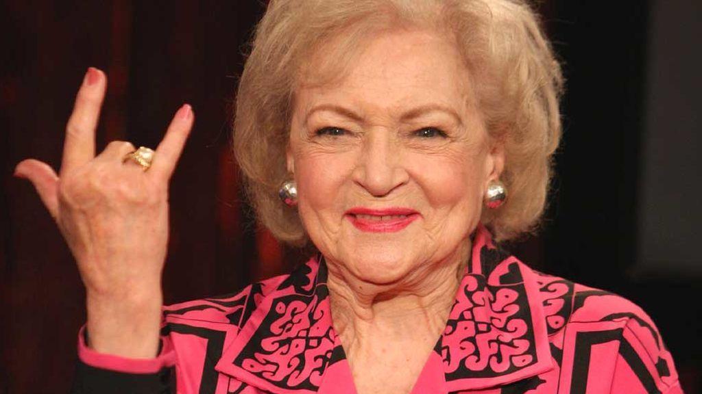"""""""La chica de oro"""" Betty White cumple 99 maravillosos años: el secreto de la actriz más longeva del mundo"""