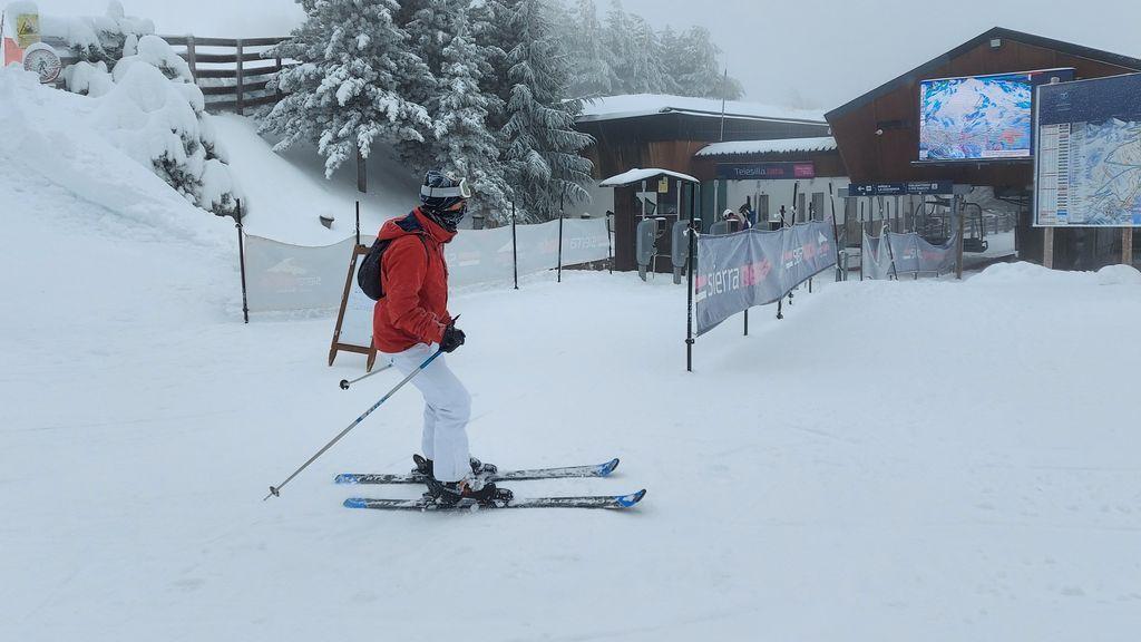 El PSOE andaluz cuestiona que la Junta permita la movilidad para esquiar en Sierra Nevada