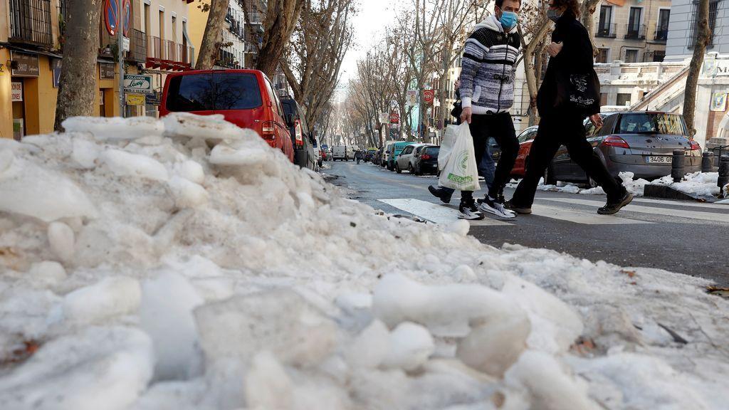 Madrid pide a todos los organismos que revisen desagües y alcantarillado para facilitar el deshielo