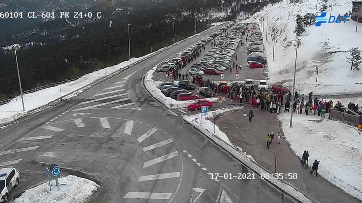 Los madrileños vuelven a colapsar la sierra: cerrados los accesos a Navacerrada, Cotos y Valdesquí