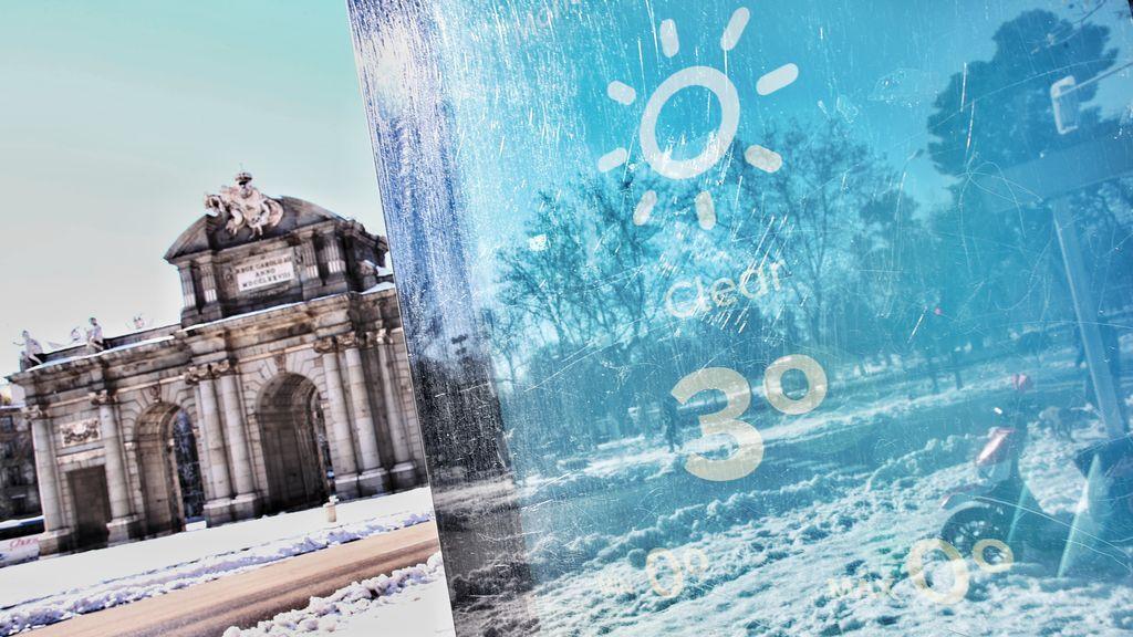 EuropaPress_3512494_termometro_ubicado_puerta_alcala_marca_madrid_espana_11_enero_2021_borrasca