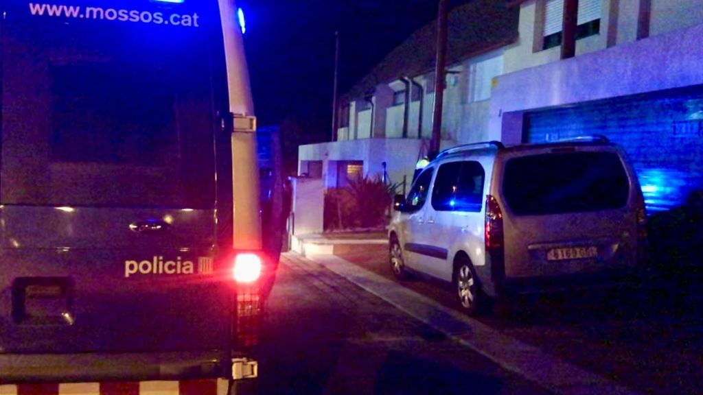 Los Mossos paran una fiesta ilegal en Matadepera que deja a dos agentes heridos