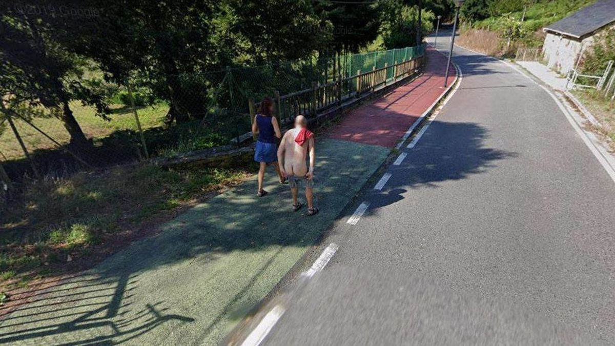 La bajada de pantalones viral de un gallego ante la cámara de Google Maps