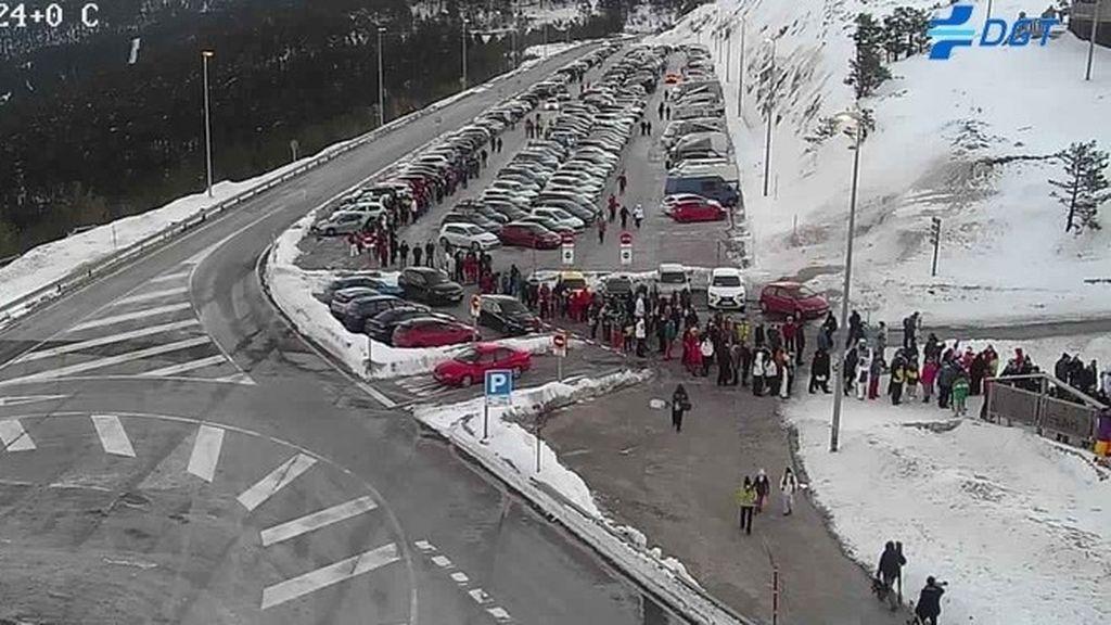 Los aparcamientos de Cotos, Navacerrada y Valdesquí, cerrados desde primera hora de la mañana
