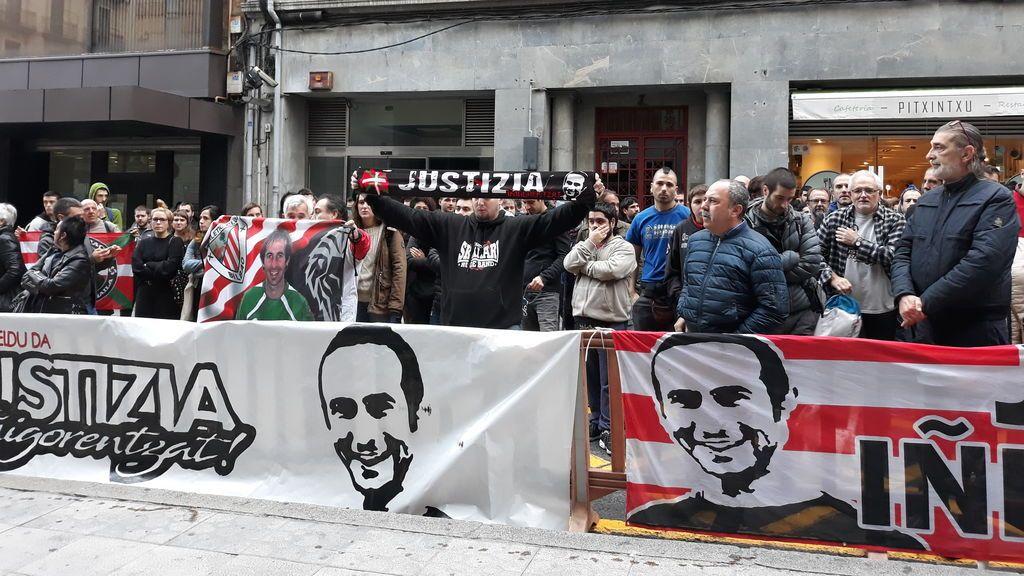 El T.S confirma los dos años de prisión para el ertzaina condenado por la muerte de Iñigo Cabacas,  aficionado del Athletic alcanzado por una pelota de goma