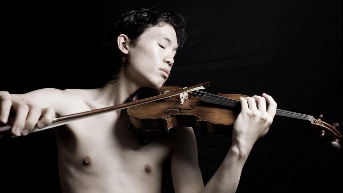Aaron Lee, de 'Yo soy el que soy': teatro, violín y recuerdos para luchar contra la homofobia