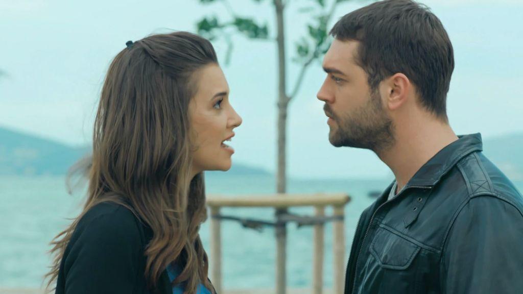Sinan le dice a Pelin que está con Ceyda