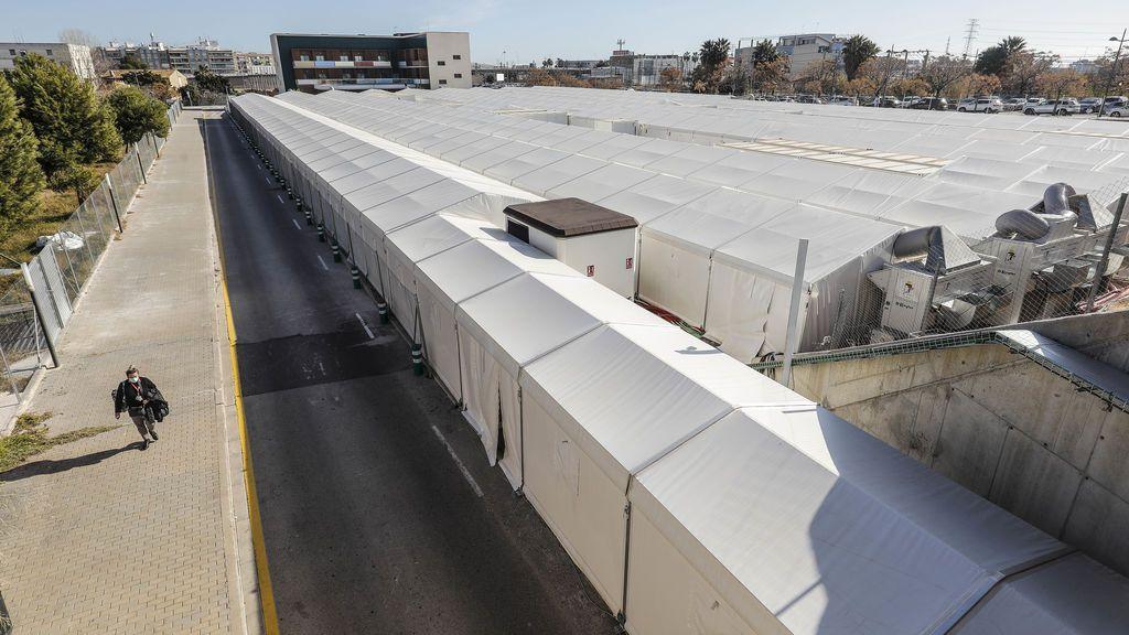 Llegan los primeros pacientes covid al hospital de campaña de la Fe de Valencia