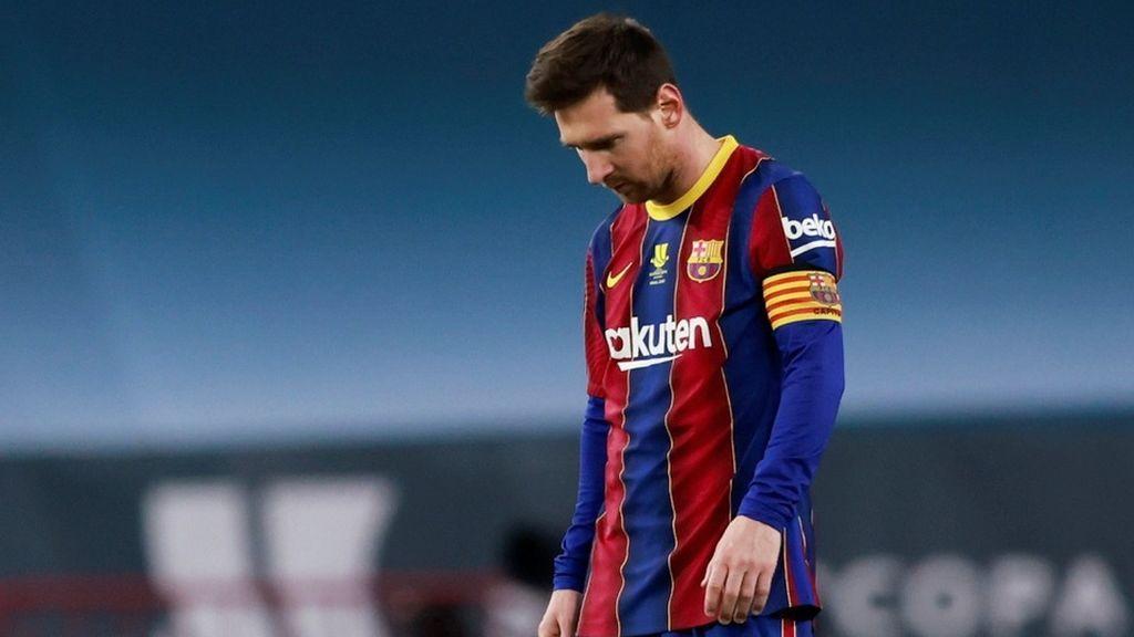 Messi, hundido por su expulsión, se disculpó ante sus compañeros tras la derrota en la Supercopa