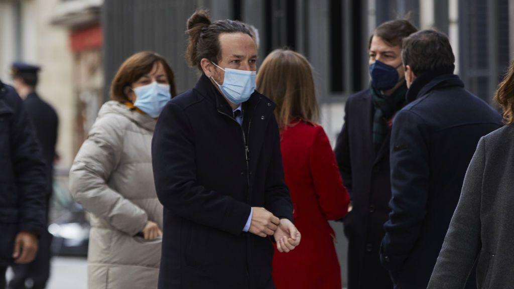 Iglesias cree que la marcha de Juan Carlos I es más reprobable que la de Puigdemont