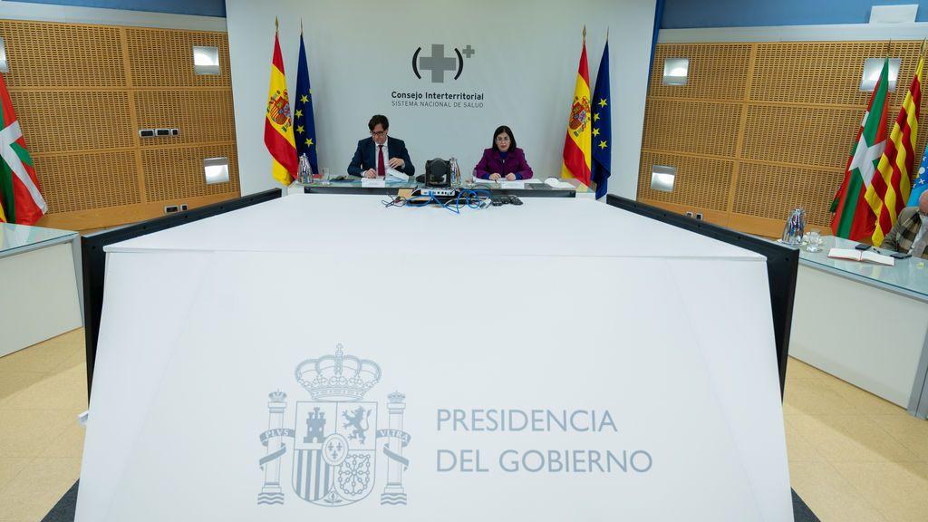 Los ministros Salvador Illa y Carolina Darias, en el Consejo Interterritorial de Salud