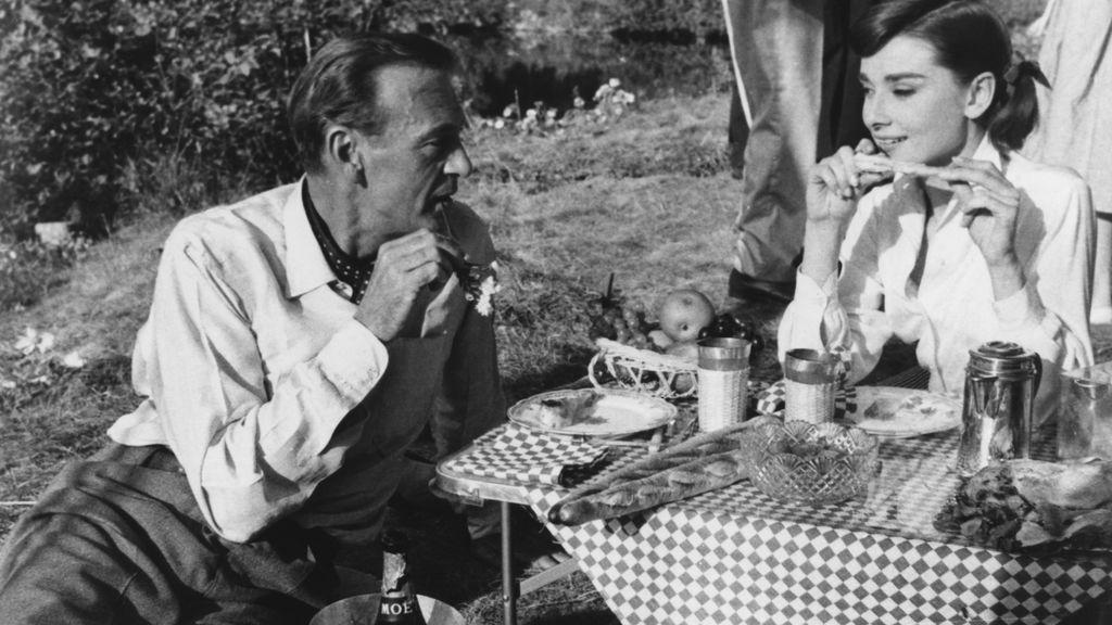 Audrey Hepburn y Gary Cooper, en el picnic de 'Love in the afternoon' (1957)