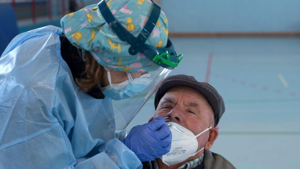 Última hora del coronavirus| 34.291 nuevos contagios y 404 muertos más: la incidencia se dispara hasta 714