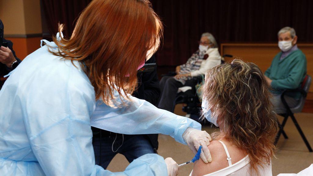 El retraso de Pfizer afecta al ritmo de vacunación en España, aunque no peligra la segunda dosis