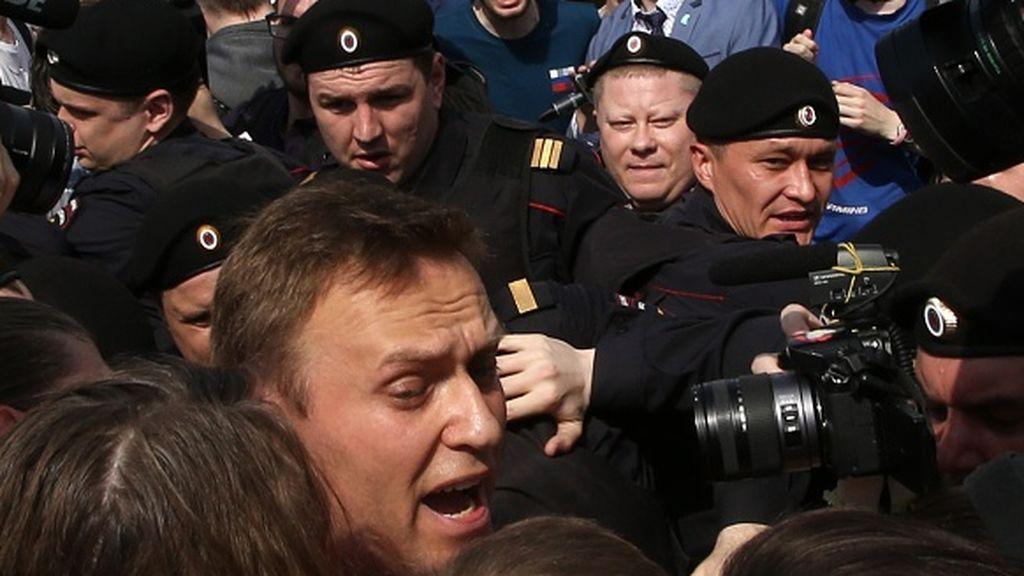 Navalny no teme al pulso judicial que le tiende Putin nada más llegar a Rusia desde Alemania