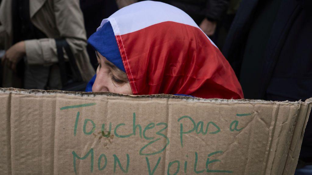 La Asamblea Nacional de Francia rechaza la prohibición del velo en espacios públicos en menores de 18 años