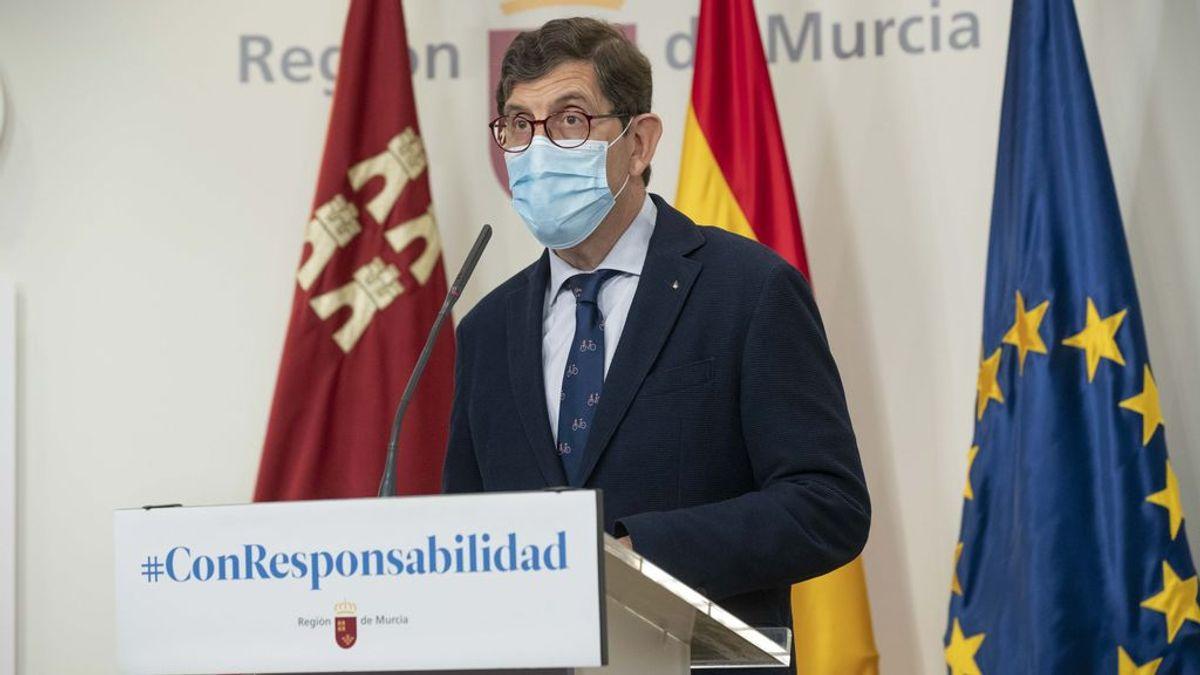 Villegas, consejero de Salud de Murcia, se vacuna de la Covid sin ser grupo prioritario