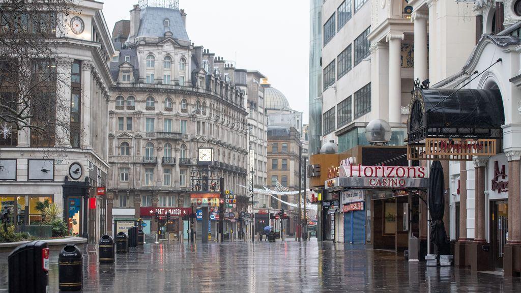 Reino Unido registra 1.610 muertes por covid en un día, récord desde que comenzó la pandemia