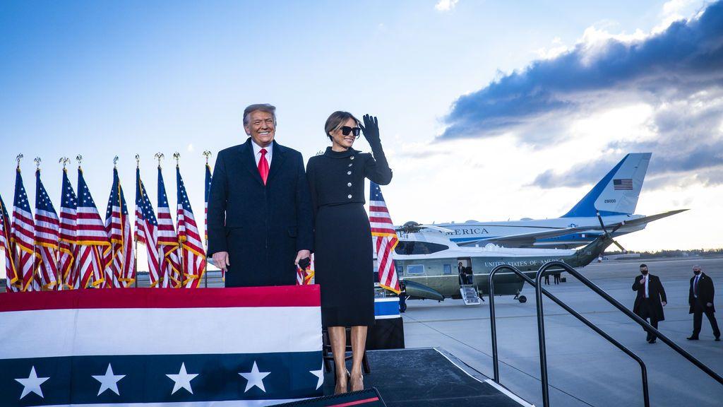 Melania Trump se despide de Washington con elegancia y solemnidad