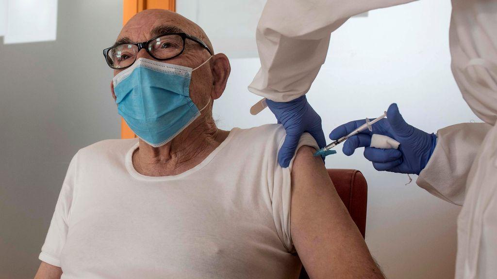 Los mayores de 80 años serán los próximos en recibir la vacuna contra el coronavirus