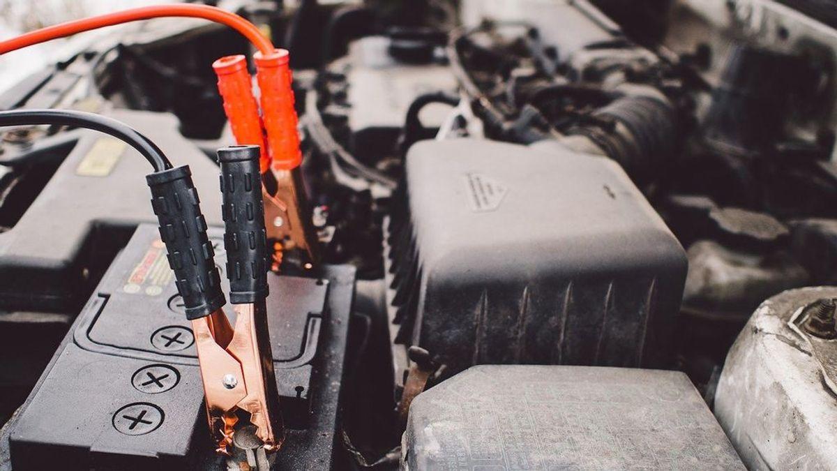 Sin usar el coche: cómo desconectar la batería para evitar que se te descargue