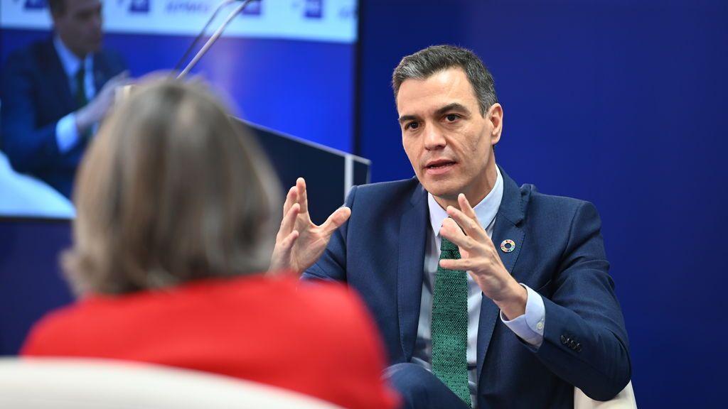 """Sánchez defiende a 'su' ministro en la polémica de las pensiones: """"Escrivá está trabajando con solvencia y empatía"""""""
