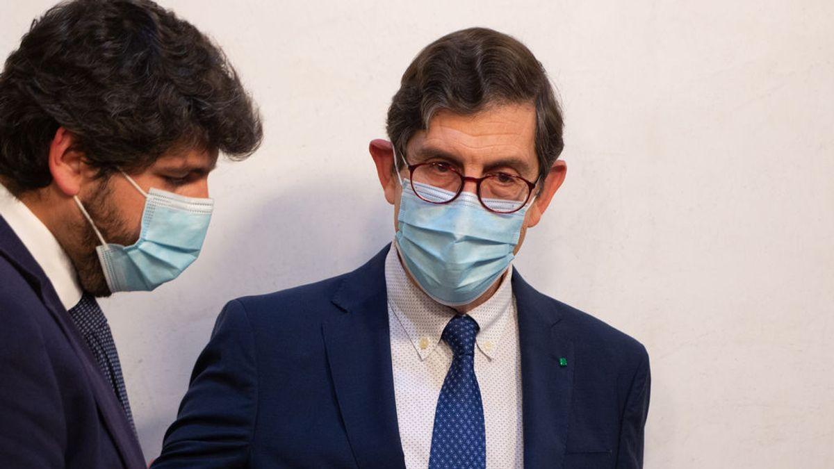 Las últimas 9 horas del consejero vacunado de Murcia que concluyeron con una dimisión forzada