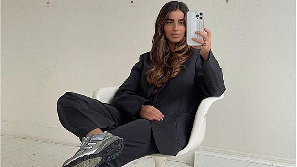 7 looks con zapatillas deportivas perfectos para la oficina