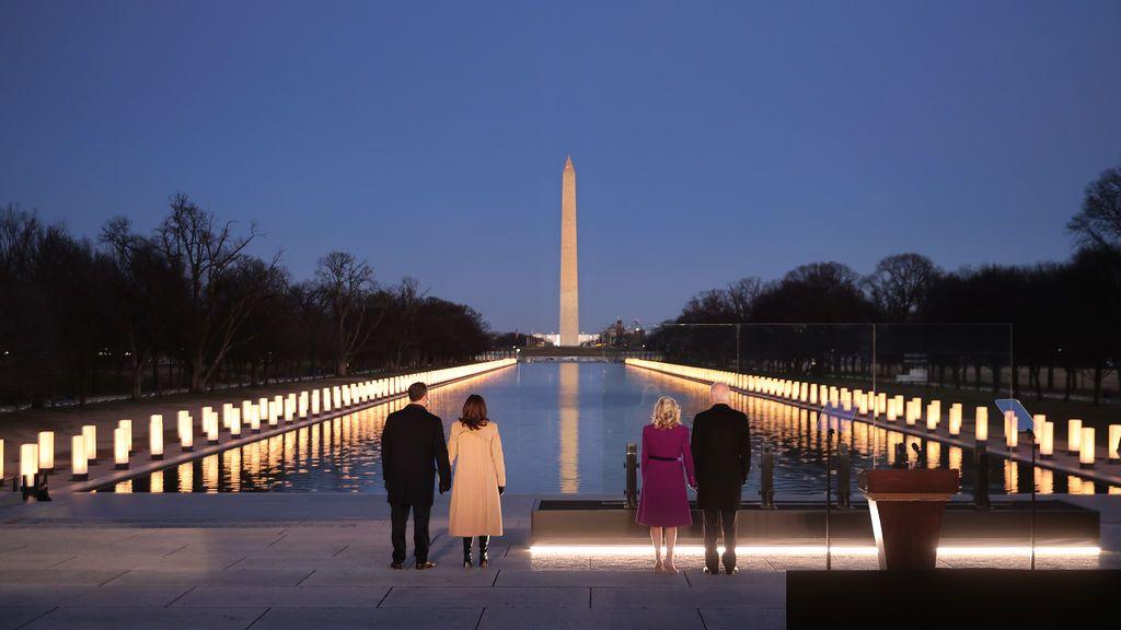 Joe Biden y Kamala Harris homenajean a los 400.000 muertos por la covid en EE.UU.