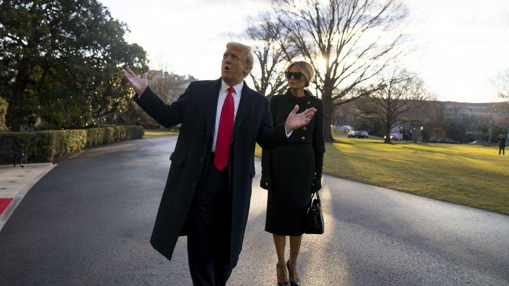 Trump abandona la Casa Blanca con Melania vestida de luto
