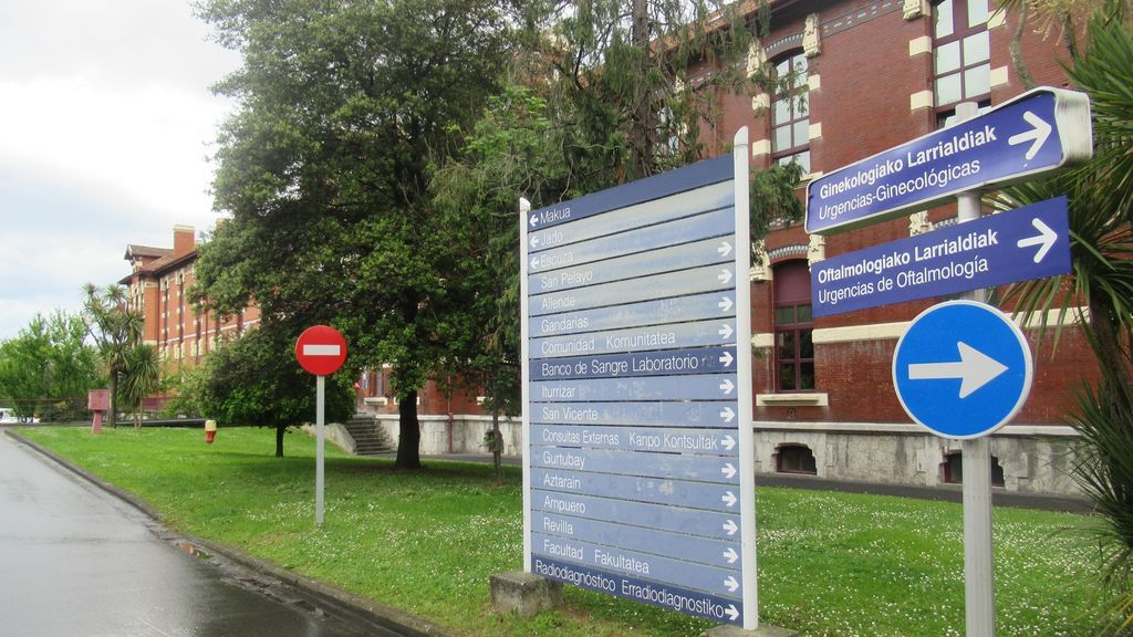 Dimiten los directores de dos hospitales de Bilbao por vacunarse de Covid sin ser grupo de riesgo