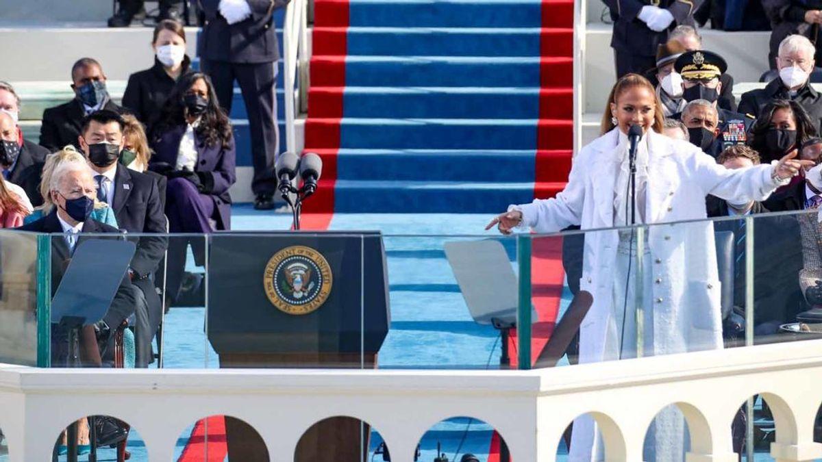 Jennifer Lopez actúa ante Joe Biden.
