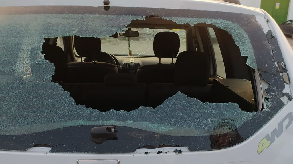 """Le destrozan el coche por tercera vez: """"Es una pesadilla. Ya no puedo pagar más arreglos"""""""