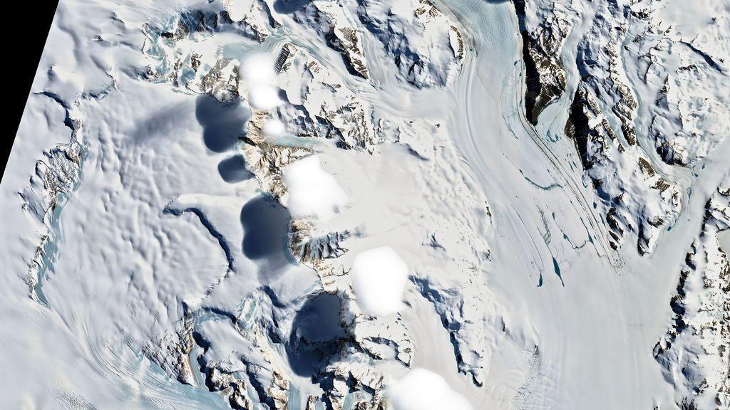 La NASA explica la imagen de unas misteriosas sombras proyectándose sobre el hielo antártico