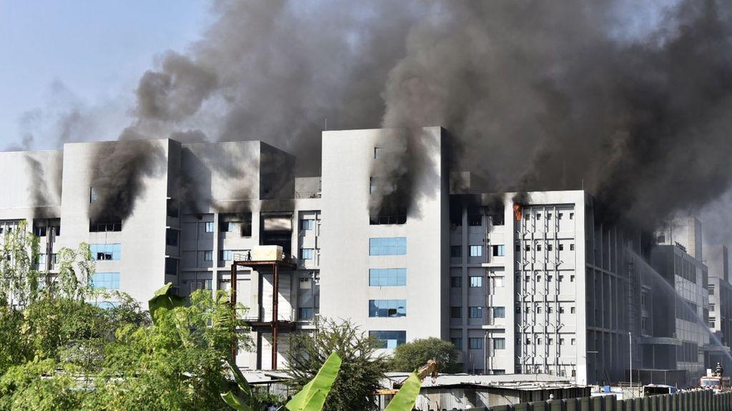 Se registra un incendio en la sede del mayor fabricante de vacunas del mundo, en India