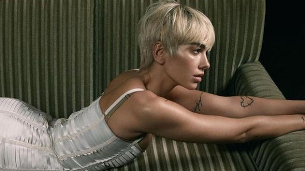 Corte de pelo de mujer a tazón, el peinado de la temporada: Dua Lipa nos muestra cómo renovarse y acertar.