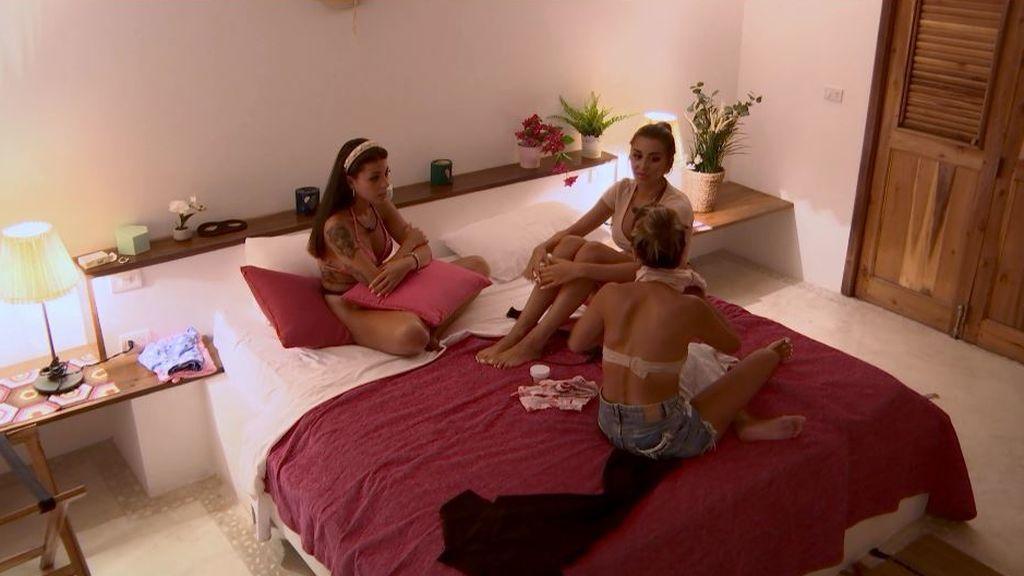 Isaac ('Lobo') arrasa entre las chicas: Marina, Lucía y Lola se pelean por tener una cita con él