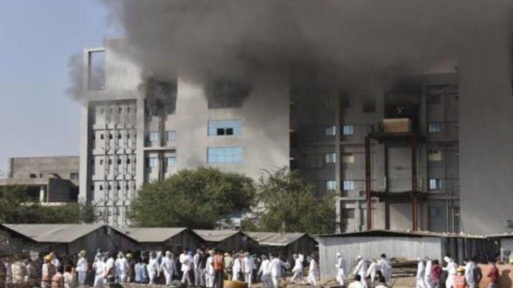 Cinco muertos en el incendio de la mayor fábrica de vacunas del mundo, en India
