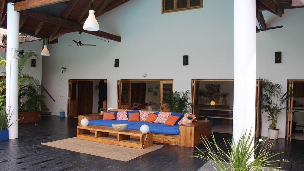 Así es Villa Montaña, la espectacular villa donde viven las chicas junto a los solteros