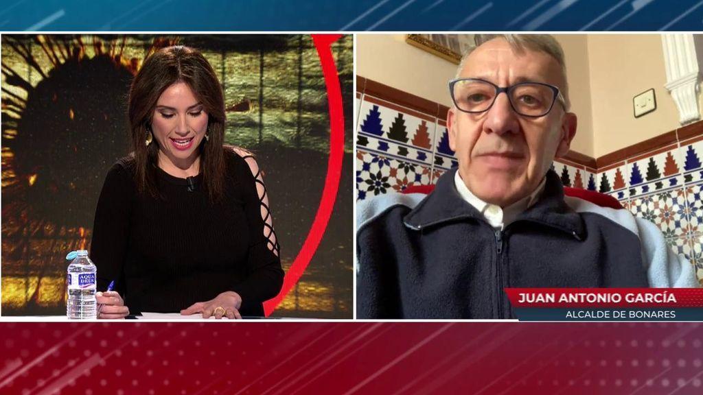 """El alcalde de Bonares, sobre su concelaja vacunada sin corresponderle: """"Si no hubiera dimitido, la habría cesado"""""""