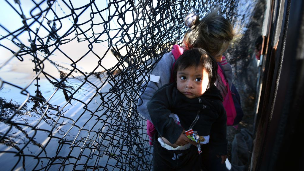 """Niños caravana regresan a Honduras """"heridos y traumatizados"""", denuncia UNICEF"""