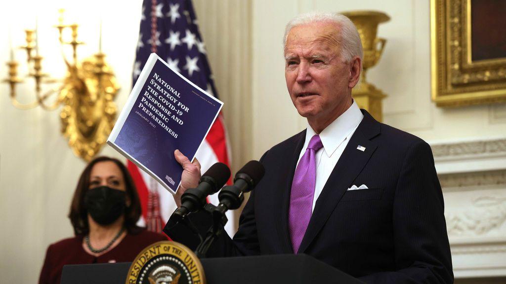 """Biden firma una ayuda federal a familias con bajos recursos ante la """"emergencia nacional"""""""